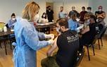 Mobil ekipler koronavirüs aşısı yapmaya başladı