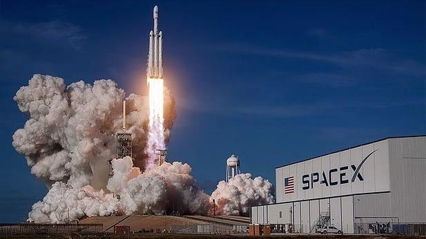 SpaceX, kargo mekiğini uzaya yolladı